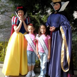 NJ girls taking pictures with Snow White the Queen