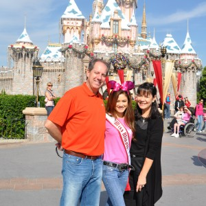 Miss IL Jr. Teen and family enjoying Disneyland
