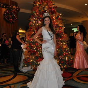 Miss Illinois Jr. Teen in front of a Christmas tree