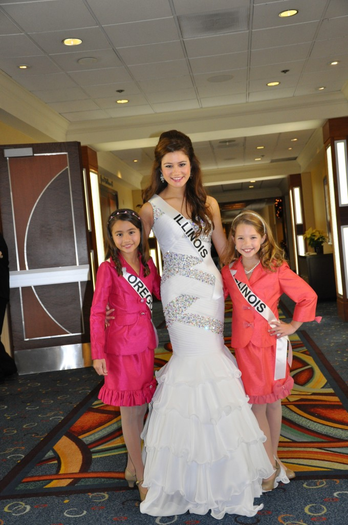 Miss Illinois Jr. Teen and Preteen with Miss Oregon Preteen