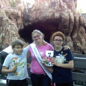 NAM Cover Girl Katie Farr With her Brothers Enjoying a day at Disney