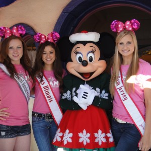 Sarah Rebetje, Isabelle Hanson, and Christina Thompson with Minnie Mouse