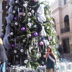 I lova lova loveeddd this christmas tree :DDDD Blowing my kisses away to all the contestants out there ^_^