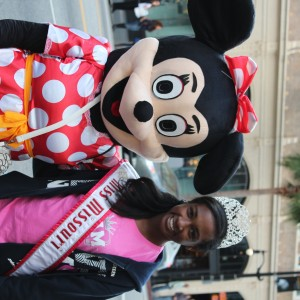 Madison Shead, Miss Missouri; hanging with MInnie