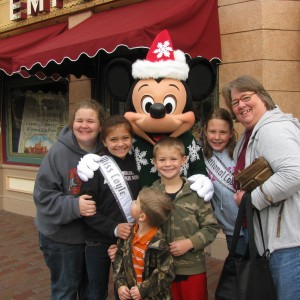 Haylee and family with Mickey