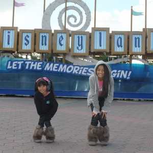 LeAnn Divino Jr. Pre-teen All American havin' fun w/ BFF sis Asia @ Disneyland!