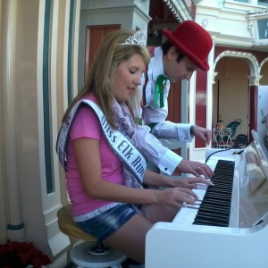 I got to play piano with Johnny the Ragtime piano player!