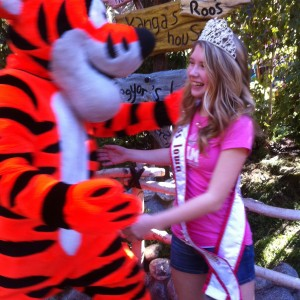 Merrill Diddy, Miss Iowa gives Tigger a hug