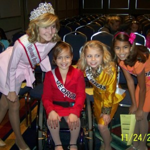 Miss Nebraska with Sister Queens and National Queen Jordan