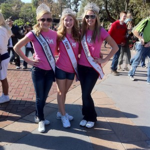 Miss Iowa Preteen Merrill Diddy with the National Queens