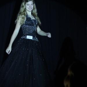 Rachel Marx (preteen, Leadership) shining in the spotlight.