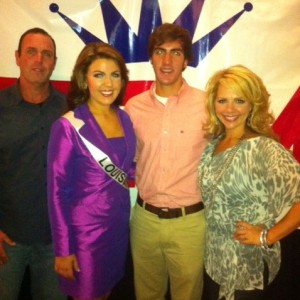 Miss Louisiana posing with family