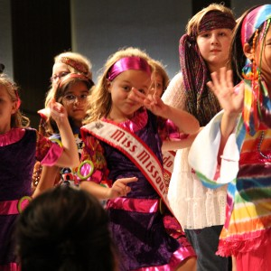 MO PRINCESS Groovin with her new friends!