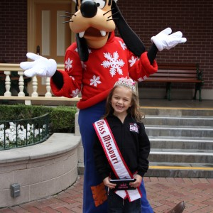 Miss Missouri Princess, Kloey Monthei meeting new friends at Disneyland