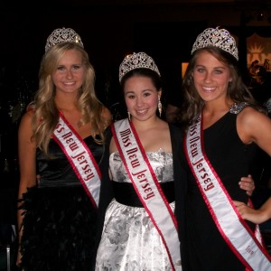 NJ sister queens  at the Thanksgiving Banquet