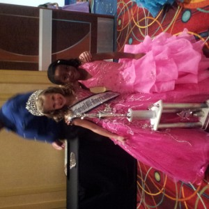 New AllAmerican Queen Joey and 1st RU Zoey. Congrats girls!!