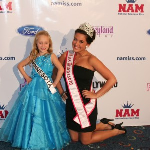 MInnesota Princess and MN Miss pose for a picture!