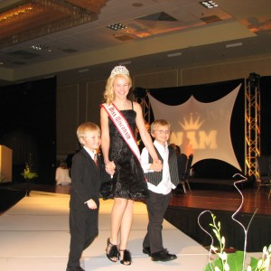 Miss Wisconsin Pre-teen, Brittany Georgia, being escorted by her two brothers at the Thanksgiving banquet