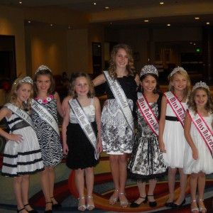 Miss Nebraska Pre-Teen Cassandra Salas hanging out with her Nebraska sister Queens