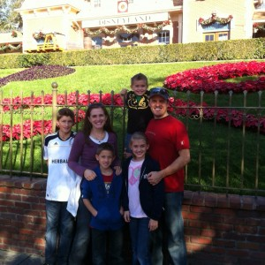 Miss Utah Preteen Rachel Wright with her family in front of the entry at Disneyland