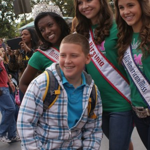 Uncle Colin getting a pic with his niece - Sydni Alexander - and her National Jr. Teen Queens, Raven Delk and Maggie Marx