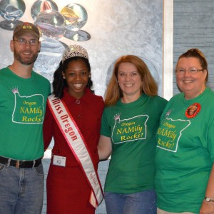 Oregon Preteen Queen Hailey Kilgore is surrounded by her biggest fans!