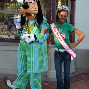 Goofy was just waiting to meet Oregon Preteen Queen Hailey Kilgore!