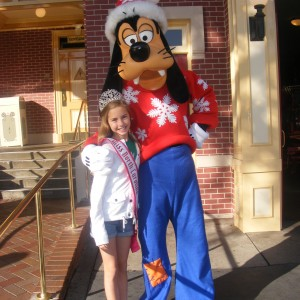 Hannah Gold with her favorite - Goofy!