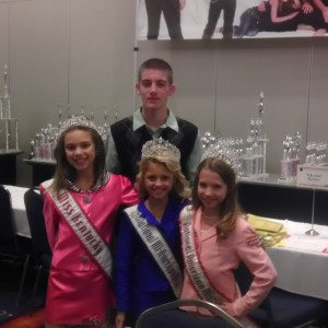 Miss Kentucky Jr. Pre-Teen Brennan Walters with her brother Derek and the National Queens!
