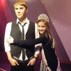 Oh My Bieber!  Hannah Gold NC Pre-Teen hugging the Beebs!