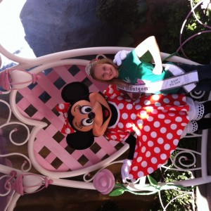 Laura Grace Henry shares beauty tips with Minnie.
