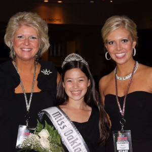 2012 NAM Nationals Thanksgiving Dinner Jin Mei Howell Young, Miss Oakland, Ca The Stivers Family : Linda and Elizabeth