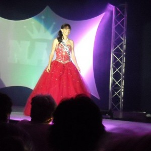 Walking for the judges Miss Tx Jr Teen Shelby Feil