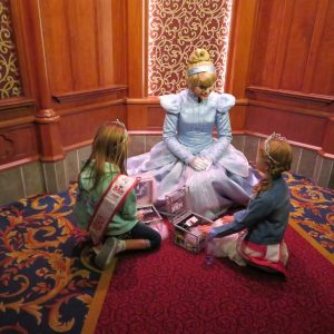 Brooklyn and Audrey talking crowns and crown boxes with Cinderella!